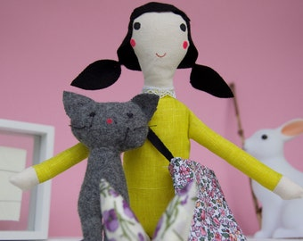Rag doll, with cat and bag, Anastasia et son chat, minimal design cloth doll, delicate nursery deco idea