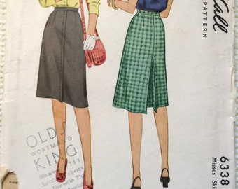Vintage 40's Woman's Skirt sewing pattern.   McCall.  Waist Size 28.   No. 6338.