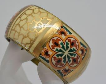 Lovely gold tone bangle bracelet