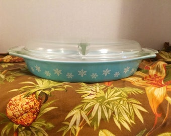 Pyrex turquoise snowflake divided dish casserole w/ clear glass lid 063