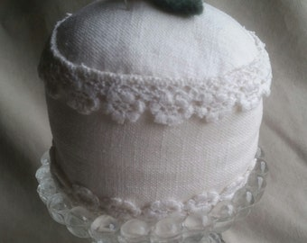 Sweet Linen Cake Pincushion