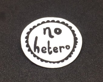 No hetero - Brooch badge pin - Shrink film - LGBT - Gay - Lesbian - Bi - Pan - Queer - Typography - Black and white - Monochrome - Quirky