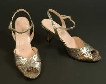 Silver Peep Toe Strappy Sandals 80s Designer Amalfi for Nordstrom Embossed Leather Faux Crocodile 7B US 37.5 EUR 4.5 UK