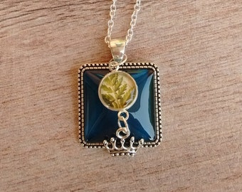 Pendant with Crown and botanical cabochon
