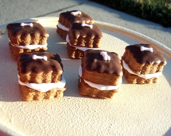 Organic Dog Treats - Lil Cuties - Gourmet Dog Treats Vegetarian All Natural Gift Boxed Cookie Sandwiches - Shorty's Gourmet Treats