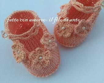 Pink baby shoes with flowers and beads