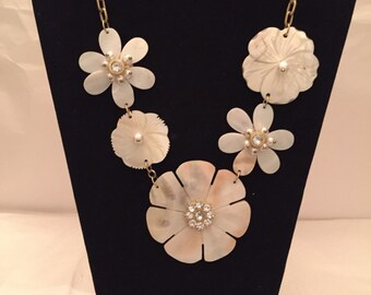 Delicate Shell Flower Bib Necklace