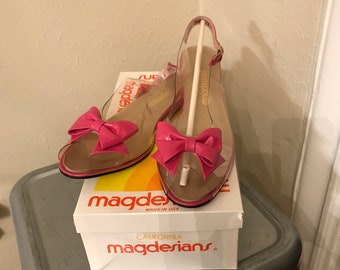 Vintage California Magdesians Pink and Clear Acrylic 9.5N