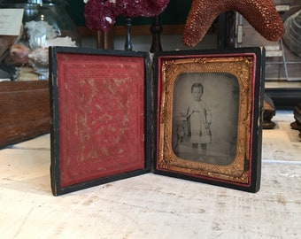 Antique 1864-1865 child photo in case