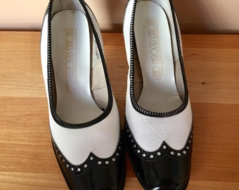 Vintage 70s Red Cross black and white leather spectator pumps
