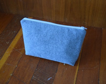 Gray Wool Pouch / Gray Zipper / Purse Organizer /  Makeup bag / Toiletry Bag / Cosmetic bag