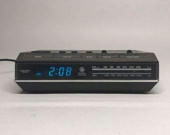 1980s Vintage General Electric Digital Alarm Clock Radio