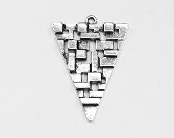 4 Antique silver alloy Triangle  pendant  24x35mm, Antique silver triangle pendant