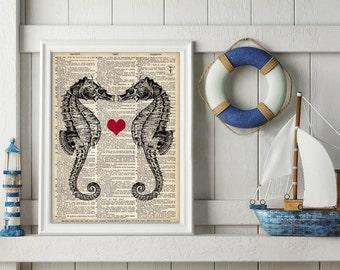 Küsten Seepferdchen Sea Horse Kunst Druck Liebe Poster Illustration Herz Valentines Strand Sealife Wörterbuch Buch Seite nautischen Haus Wand-Dekor