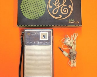 Vintage G.E. Transistor Pocket AM Radio with Earphone and Box - Model P1758 - Works!