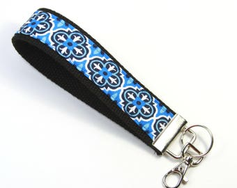 BLUE FLOWERS Fabric key chain, Floral key chain, Anchor fabric key fob, Blue black key fob, Blue flower wristlet