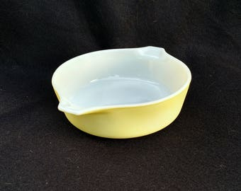 Yellow Vintage Round Pyrex Casserole with Handles