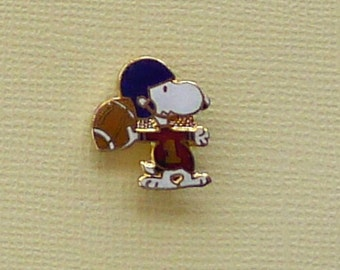 Vintage Snoopy Playing Football Red Jersey Blue Helmet #1 Scatter Pin Lapel Pin Enamel Cloisonne 2012