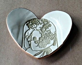 Ceramic Heart Ring Dish edged in gold Art Nouveau