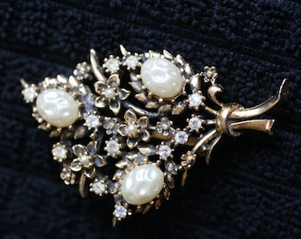 Pearl and Rhinestone Bouquet Brooch, gold toned