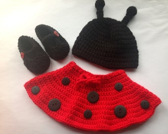 Handmade Crochet Ladybug outfit set (hat, skirt and booties) in any size you like, ladybug hat, lady bird outfit