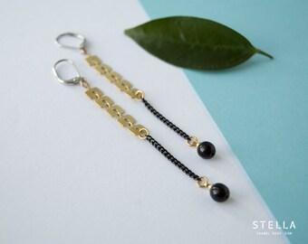 Boucles d'oreilles chaîne chevron laiton brossé, perle noire 6mm, long pendants oreilles laiton brut, boucles d'oreilles chaine noir mat