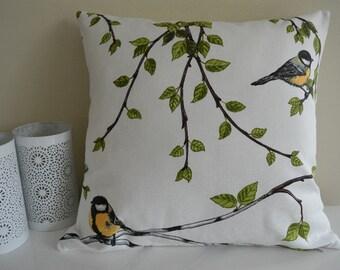 Taie d'oreiller «Les oiseaux dans la forêt de bouleau»