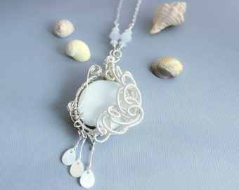 "Necklace wire wrapped ""White Lady"""