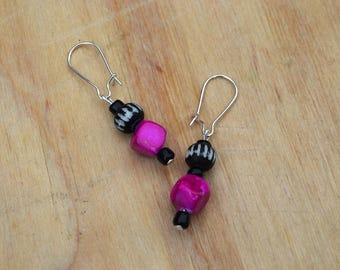 Pearl Earrings for pierced ears black and fuchsia