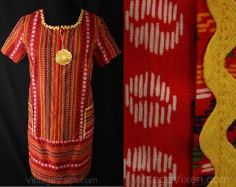 XL 1960s Red Stitchy Print House Dress - Size 16 Zip Front Lounger - RickRack - Bright - Summer - NWT - Mint Condition - Bust 42.5 - 37500