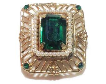 Vintage Coro Pegasus Green Stone Brooch/Necklace