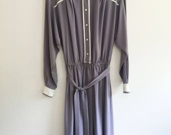 Vintage Dusky Purple Dress - Long Sleeves - White & Button Details