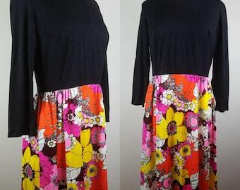 1970s vintage dress - vintage floral dress - 1970s dress with flowers - maxi dress with long sleeves - large vintage dress