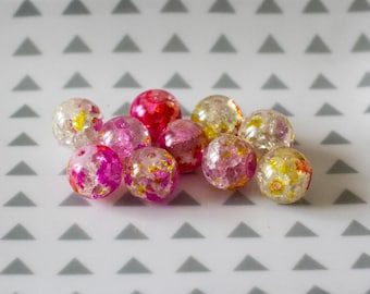 Set of 10 pink and yellow Crackle glass beads; 12 mm