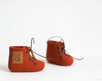 Fox baby shoes - Felted Merino wool booties - Custom made foxy brown personalized newborn boots - Birth gift