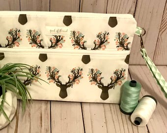 White fawn with Mint Triangles Double Zipper Wristlet