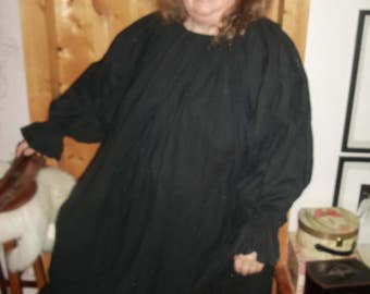 Plus chemise in black cotton polyester sheeting