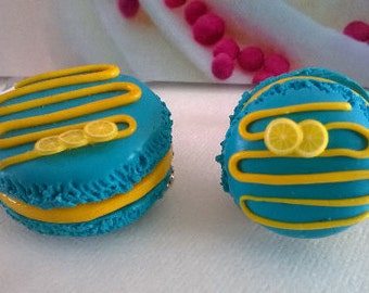 Turquoise lemon macaron set