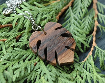Monstera necklace, plant necklace, monstera leaf pendant, modern necklace , monstera jewellery , natural wood necklace , cheese plant