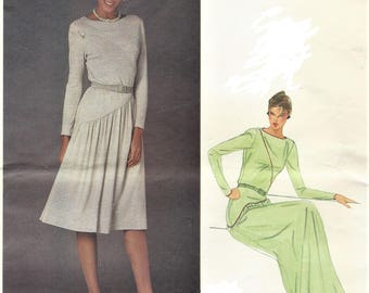 1980s Belinda Bellville Womens Stretch Knit Dress Diagonal Seams & Piping Detail Vogue Sewing Pattern 2718  Size 8 Bust 31 1/2