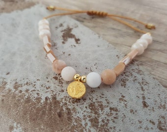 Filigree beaded bracelet with glass beads and agate-pastel beige nude gold macrium