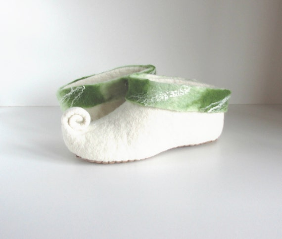 Felted slippers slippers house gnome shoes slippers slippers wool slippers wool green felt women elf white felted slippers rt8twXq