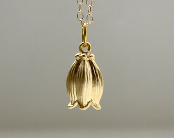 Bud necklace in gold