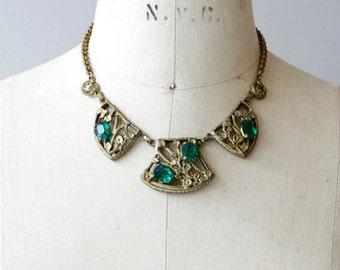 1930s floral green glass collar necklace / 30s vintage gold tone flowers emerald green necklace
