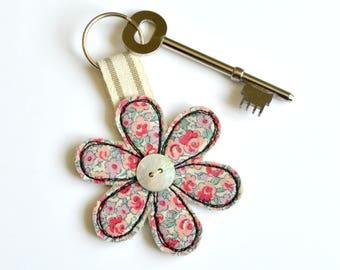 Flower key chain, Flower keyfob, Flower key ring, Flower keychain, Flower keyring, Flower key-ring, fabric flower keyring, moving home gift