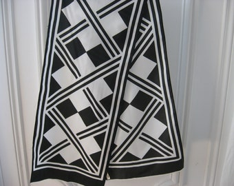 1960s Black & White Geometric Scarf, French retro bold modern art print neck wrap. Vintage classic mod wear. LBD accessory long neckerchief.