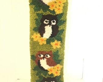 1970's Vintage Latch hook wall hanging / Four owls / Vintage style shag rug wall hanging / Acrylic pile / home decor 70's / fiber arts