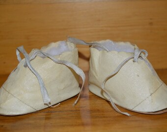 Vintage doll booties, shoes, or moccasins from oilcloth like material - footwear
