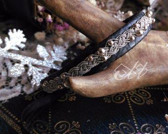 Tildá perlé | Bracelet en cuir de saumon et fil d'étain | Inspiration bijoux scandinaves et finno-ougriens | Tenntråd