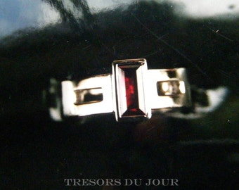 Unique Garnet Ring Alternative Engagement Ring Gemstone Unique Engagement Ring Modern Engagement Custom Ring Cut out Rectangular Garnet Gold